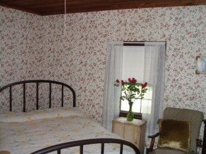 Elvis Presley was born here. He shared this bedroom with his parents until their house was repossessed when he was three.
