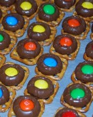 Chocolate Pretzel Bites are cute, colorful and oh, Mmm, yum!